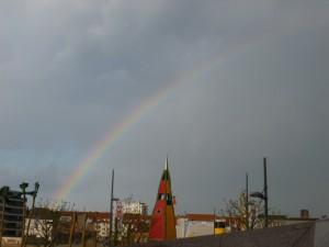 Zum Abschluß ein Regenbogen und auf der Rückfahrt haben wir sechs gezählt